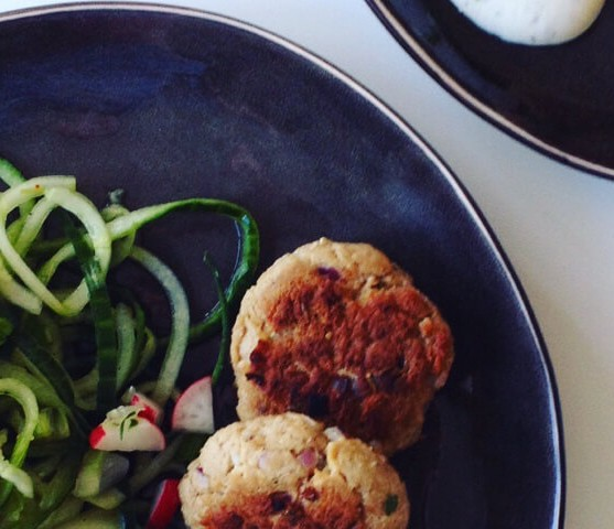 Tonijnburgers met komkommernoodles