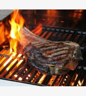 Côte à l'os op de barbecue